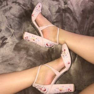 NEW NUDE SUEDE FLORAL EMBROIDERED HEELS